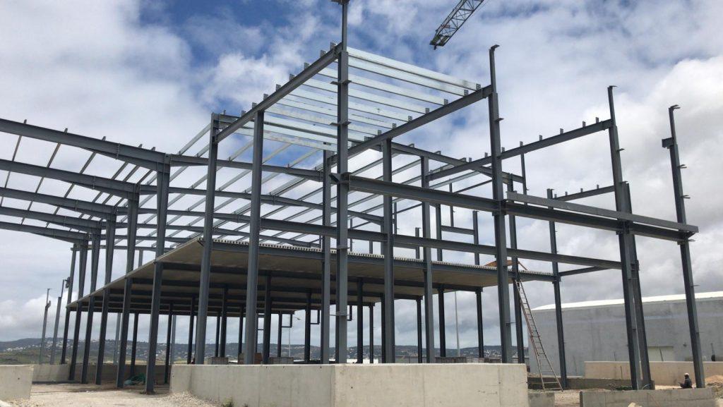 Edificio Industrial de Estructura Metálica