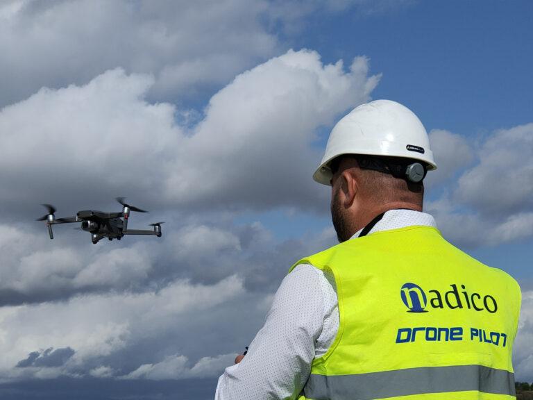 Piloto con dron